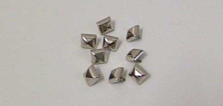 borchie piramide